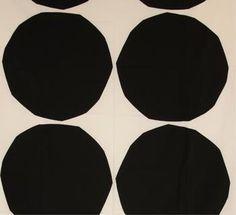 Isot Kivet in Black and White