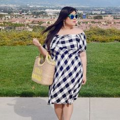 Allison Teng wearing gingham off shoulder dress with adorable basket bag Curvy Women Fashion, Plus Size Fashion, Womens Fashion, Fashion Black, Cheap Fashion, Style Fashion, Fashion Ideas, Curvy Outfits, Simple Outfits