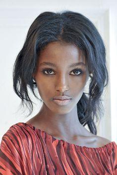 Ethiopia | African model | Senait Gidey #inspiration #naturelle #cheveux #hair #black #métissée #coiffure Inspiration Niwel