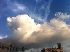 Clouds to create a puppy on my yard~~ ^^ 우리동네 하늘엔 푸들이 뛰놀아요~~!! ㅎ
