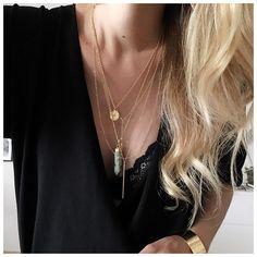 """572 mentions J'aime, 12 commentaires - AURELIE (@blackwhite_loving) sur Instagram: """"Belle soirée 🌸 •bijoux @blackwhite_loving #laboutiquedelili •robe @zara . . .  #beautifuldays…"""""""