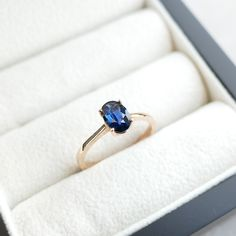 Saphirring - Verlobungsring - Anlassring - Solitär - Rosegold - Royal Blue - Minimalistisch - Zertifikat - unbehandelt Ceylon Sapphire, Ring Verlobung, Etsy, Rings, Jewelry, Certificate, Engagement Ring, Minimalist, Jewlery