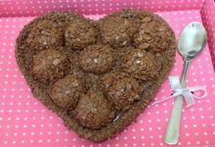 Ovo de colher brigadeiro Chocolate World, Love Chocolate, Chocolate Lovers, Chocolates, Yummy Cookies, Confectionery, Relleno, Nutella, Valentines Day
