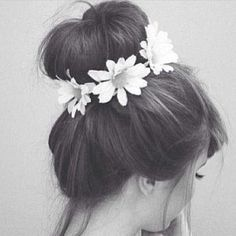 ~ Hair Bun with Daisies ~ Cute and great for keeping my hair out of my face. Cute for Tinkerbell Bounding outfit