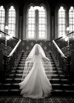 The perfect place for wedding photography-the Grand Staircase at St Pancras Renaissance Hotel