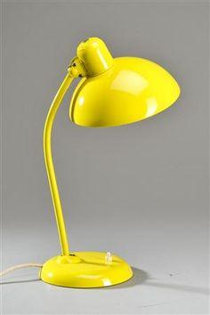 Man bliver så glad af gul... :-)  Christian Dell: Kaiser bordlampe, model 6556.  Lauritz.com. Vurdering 1.500.