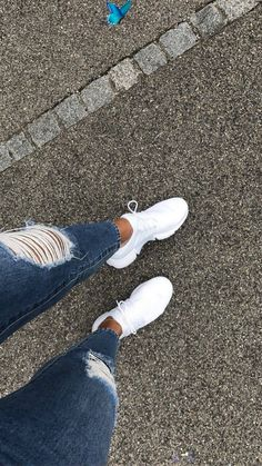 Image in Shoes collection by S 💃🇪🇸 on We Heart It  <br> White Nike Shoes, Nike Air Shoes, Nike Tennis Shoes, White Nikes, Sneakers Mode, Sneakers Fashion, Fashion Shoes, Shoes Sneakers, Rauch Fotografie