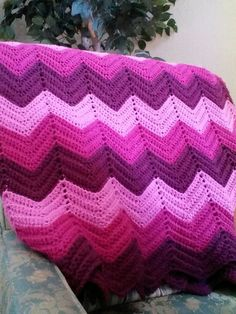 Ripple crchet pattern. Yes I made this! Crochet Ripple Afghan, Zig Zag Crochet, Manta Crochet, Crochet Afghans, Crochet Stitches, Crochet Baby, Knit Crochet, Easy Crochet Projects, Crochet Crafts
