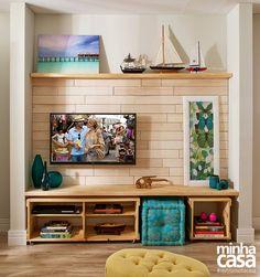 Sala com estar e jantar integrados, ideal para receber amigos.  Via: Revista Minha Casa