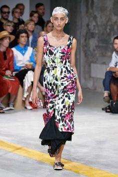 Marni Spring 2020 Ready-to-Wear Fashion Show Marni Spring 2020 Ready-to-Wear Collection - Vogue Marn Fashion 2020, Runway Fashion, Spring Fashion, Womens Fashion, Fashion Trends, Milan Fashion, Fashion Inspiration, International Fashion, Vogue Paris