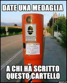 A 50 km/h si ingolfa pure la Vespa! Funny Images, Funny Photos, Just Smile, Funny Stories, Funny Moments, Vignettes, Flirting, Funny Jokes, Haha