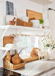 Make kitchen into a cottage-style dream! Pick up our tips and get inspiration from our photo gallery for beautiful cottage style kitchens filled with vintage and flea market finds, soft whites and blue paint and glass-door kitchen cabinets. Farmhouse Kitchen Island, Cottage Kitchens, Home Kitchens, Farmhouse Decor, Country Kitchen, Cottage Kitchen Decor, Rustic Kitchen, Modern Farmhouse, Farmhouse Style