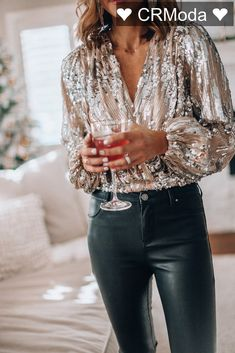 Sequin top and leather pants for holiday party outfit Nye Outfits, Casual Outfits, Fashion Outfits, Casual Wear, Holiday Outfits Women, Winter Outfits, New Years Outfit, New Years Eve Outfits, New Years Eve Tops