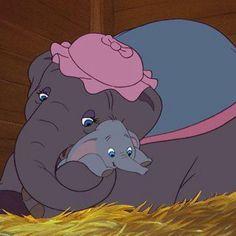 Dumbo et sa maman.