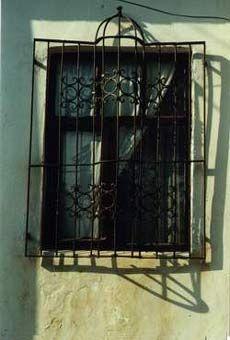 BOZCAADA'NIN KAPILARI, PENCERELERİ**DOORS AND WINDOWS OF BOZCAADA
