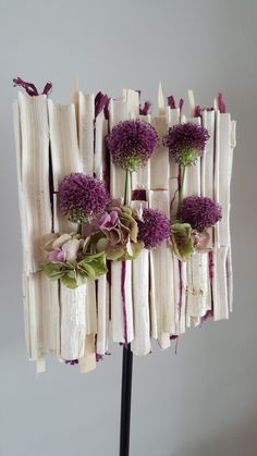 Turning flowers into art! How cute is this frame! Once it's built you could change the flowers as often as you like! Repost from 🏷 Modern Floral Arrangements, Creative Flower Arrangements, Ikebana Arrangements, Floral Centerpieces, Deco Floral, Arte Floral, Floral Design, Flower Show, Flower Art