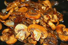 Sauteed mushrooms and onions are perfect for steak and potatoes, burgers or any other barbecued dish. Try this quick and easy recipe using mushrooms, onions, red wine and soy sauce. Sauted Mushrooms For Steak, Steak And Onions, Baked Onions, Roasted Mushrooms, Mushroom Dish, Mushroom And Onions, Mushroom Recipes, Easy Summer Meals, Quick Easy Meals