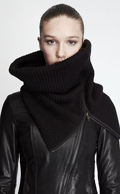 Zippered cowl. Iiiiinteresting...