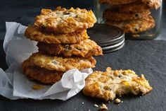 Cornflakes Cookies These scrumptious ruffle biscuits from an recipe prove good things last forever. Old Recipes, Baking Recipes, Sweet Recipes, Cookie Recipes, Dessert Recipes, Desserts, Recipes Dinner, Recipies, Biscuit Cookies