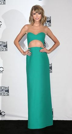 Taylor Swift Reveals the Bizarre Reason We'll Never See Her Belly Button | Twist