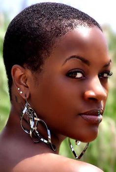 Pics Of Short Hairstyles for Black Women | http://www.short-haircut.com/pics-of-short-hairstyles-for-black-women.html