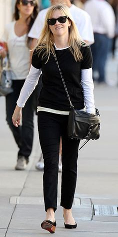 Who made Reese Witherspoon's black purse, black sunglasses and black shoes that she wore while shopping in Beverly Hills?