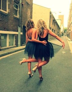 Best Friends <3 this pic makes me smile can we do this?