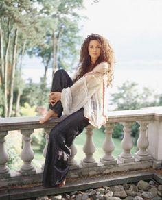 Shania Twain:  beauty, brains, talent, and a kind heart.  Shania can do it all.
