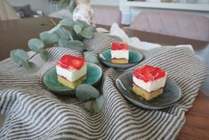 Erdbeer-Topfenschnitte Panna Cotta, Ethnic Recipes, Bakken, Gelee, Souffle Dish, Sheet Cakes, Dulce De Leche