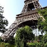 I would love to go to the Eiffel tower.