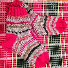 Julsockor i ett mönster som så gott som försvinner pga det flerfärgade garnet. Men det gör inget, för det var jättekul att sticka mönstren.… Crochet Bikini, Christmas Stockings, Bikinis, Swimwear, Holiday Decor, Instagram, Fashion, Projects, Needlepoint Christmas Stockings