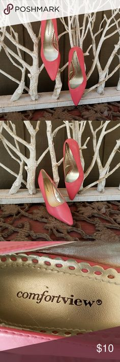 Soft Style Hush Puppy Heels Soft Style Hush Puppy Heels. These 8M pink heels are in good condition and will go with a suit, dress or jeans. Soft Style Hush Puppy Shoes Heels