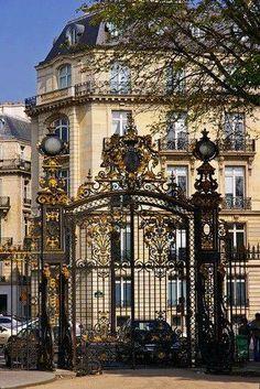 Paris Apt Gates