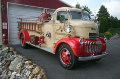 Chevy fire truck - What a beauty Gmc Trucks, Cool Trucks, Fire Trucks, Antique Trucks, Vintage Trucks, Antique Cars, Ambulance, Classic Chevy Trucks, Classic Cars