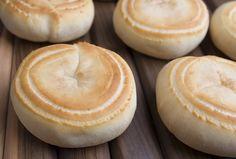 Pan de bono Hamburger, Bread, Food, Breads, Baking, Hamburgers, Meals, Yemek, Burgers