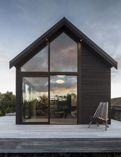 prefab The Thurston Studio, Wellington, New Zealand by Architect Cushla Thurston. Architecture Durable, Modern Architecture, Wellington House, Mid Century House, Black House, Exterior Design, Building A House, Building Homes, New Homes