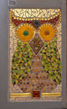 """Mosaic Owl style on vintage window. """"Don"""" by Kory Dollar of Marvelous Mosaic Owl Mosaic, Mosaic Birds, Mosaic Diy, Mosaic Garden, Mosaic Crafts, Mosaic Projects, Art Projects, Mosaic Ideas, Mosaic Rocks"""