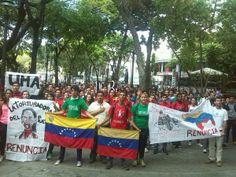 """28 de mar. de 2014 / """"#28M: Estudiantes de la #UCAB y de la #UMA llegaron a la Defensoria del Pueblo hoy"""""""