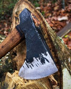 «@Regrann from @carterandsonforge -  Hand forged 1 lb axe head from a 1045 high carbon tool steel jack hammer bit. #primative #nature #livefree…»