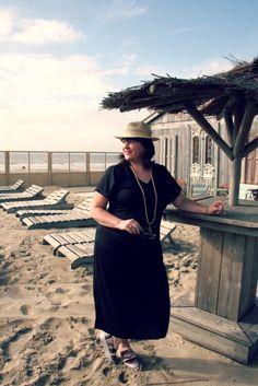 Wondervol, zwarte jurk met mouwen, zomerjurk, strandjurk, grote maten, Studio Clothing, Mango's Zandvoort