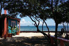 compartidos Facebook Twitter Google+ Pinterest LinkedInContrariamente a lo que todos creerían, no es necesario ser multimillonario para disfrutar de una isla privada, por lo menos durante una semana. Vamos, si no llegas con el dinero, puedes arreglar con amigos? Aquí van 5 ideas: 1.Bird Island – Placencia, Belize Tarifa: $350 por noche A veinte minutos