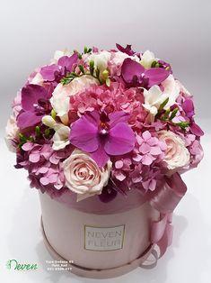 Flower box sa ružama, orhidejama, frezijama i hortenzijama. Flowers in box