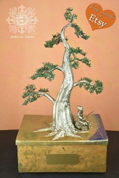 A unique and artistic funeral urn. In the shape of bonsai Moyogi.