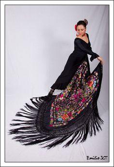 Flamenca con Mantón