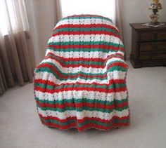 I love this Yuletide throw! Wrap yourself up in Christmas cheer with the help of this free crochet afghan pattern. Perfect for the holiday season!