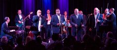 Questo album pubblicato nel 1999 con l'etichetta RCA, comprende registrazioni originali di brani classici dell'Orchestra Aragón. Si tratta di ritmi coinvolgenti e stili musicali come charanga e mambo che catturano l'udito e invitano al ballo. Orquesta...