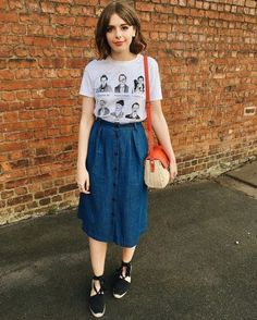 Duo élégant: jupe midi avec t-shirt - Zahn Gesundheit Fashion Poses, Fashion Outfits, Womens Fashion, Fashion Skirts, Fashion Ideas, Fashion Tips, Hipster Fashion, Modest Fashion, Indie Hipster