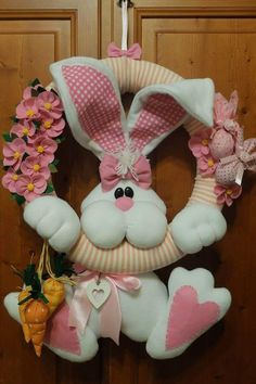 Pasqua e la primavera Rabbit Crafts, Bunny Crafts, Felt Crafts, Easter Crafts, Hobbies And Crafts, Diy And Crafts, Felt Animal Patterns, Easter Projects, Easter Wreaths