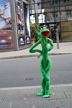 Kermit the Frog in yarn. Just looking for his wool Miss Piggy.