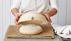 Brot backen für Hobbybäcker: Welches Zubehör ihr unbedingt braucht, erfahrt ihr hier: http://www.chefkoch.de/magazin/artikel/4142,0/Chefkoch/Backformen-Gaerkoerbe-Co-Brot-backen-mit-dem-richtigen-Zubehoer.html